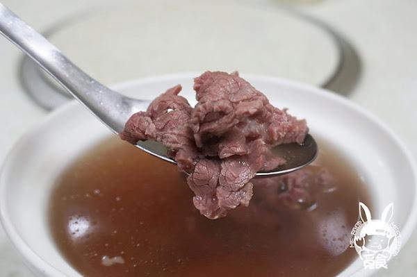 府城牛肉湯 湯頭偏甜 肉質不錯
