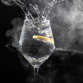 splash and smoke by Andreea Muntean - Food & Drink Alcohol & Drinks ( speedlite, lemon, smoke, splash, splash water photography, drink )