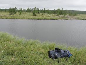 Photo: Следующее озеро недалеко, 200м. Я ношу рюкзаки, а Волк тащит лодку по мху и березке.