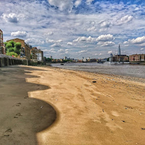 Rotherhithe beach by Jonny Wood - Instagram & Mobile Android