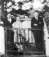 Photo: Annelund  1930-tal. Fr v Hjalmar Pettersson f. 1885-06-30 var föreståndare i Kooperativa i Vasselhyttan fram till sin pensionering omkring 1946-47, Elsa Pettersson dotter till Hjalmar , Elsa Persson, Karl Persson