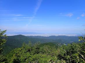 福井市街地と奥に日本海