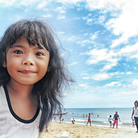 Talisa by Lay Sulaiman - Babies & Children Child Portraits ( holiday, child, happy, beach, fun, people, portrait,  )
