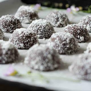 Chocolate Macadamia Macaroons [Vegan, Raw, Gluten-Free].