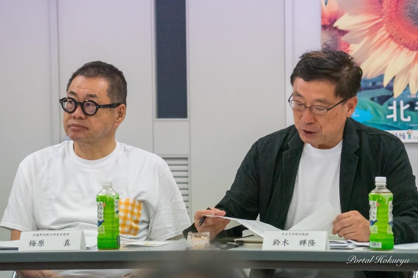 鈴木輝隆 委員長(右)と梅原真 委員(左)