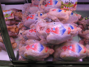 Photo: The Bresse chicken with its blue feet has the colors of the French flag.