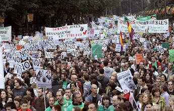 Photo: GRA247. MADRID, 18/10/2012.- Manifestación convocada por la Confederación Española de Padres y Madres y el Sindicato de Estudiantes que ha tenido lugar esta tarde en Madrid, en la tercera jornada de huelga de la enseñanza pública contra la reforma educativa. EFE/Kiko Huesca᠋