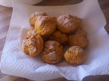 2 ingredient DELICIOUS pumpkin muffins!!