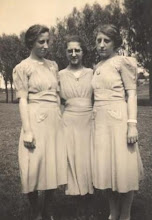 Photo: Miep, Adrie en Jannie
