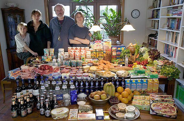 K9cnKuE31EHbrjSMvW6 NctskrQxeMiRJGEvuH0pM78=w700 h462 no - Недельный запас еды для семьи в разных странах мира (фото)
