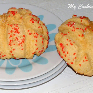 Japanese Melon Pans – Cookie Covered Bread Rolls.