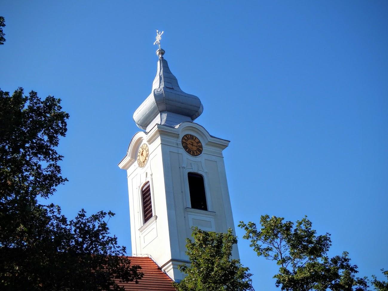 Vaszar - Szent György rk. templom és keresztút a templomkertben