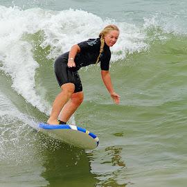 Surf au féminin by Gérard CHATENET - Sports & Fitness Surfing