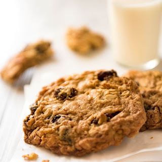 Oatmeal Raisin Cookie (Soft & Chewy).