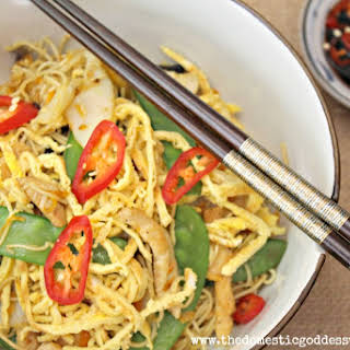 Fried Noodles with Chicken, Carrot and Snow Peas.