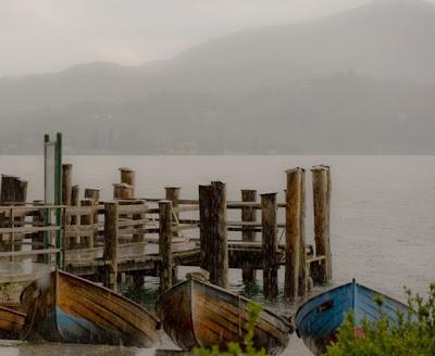 Pioggia sul lago,barche a riposo di emmelle