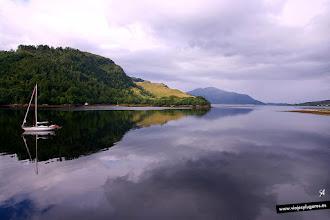 Photo: En una pequeña isla de este lago, Loch Duich, se encuentra el Castillo de Eilean Donan, el más fotografiado de las Highlands. Eilean Donan significa... isla de Donnan... Highlands de Escocia.
