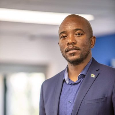 DA leader Mmusi Maimane faced a strong backlash on Twitter for his perceived failure to reprimand the party's former leader Helen Zille.