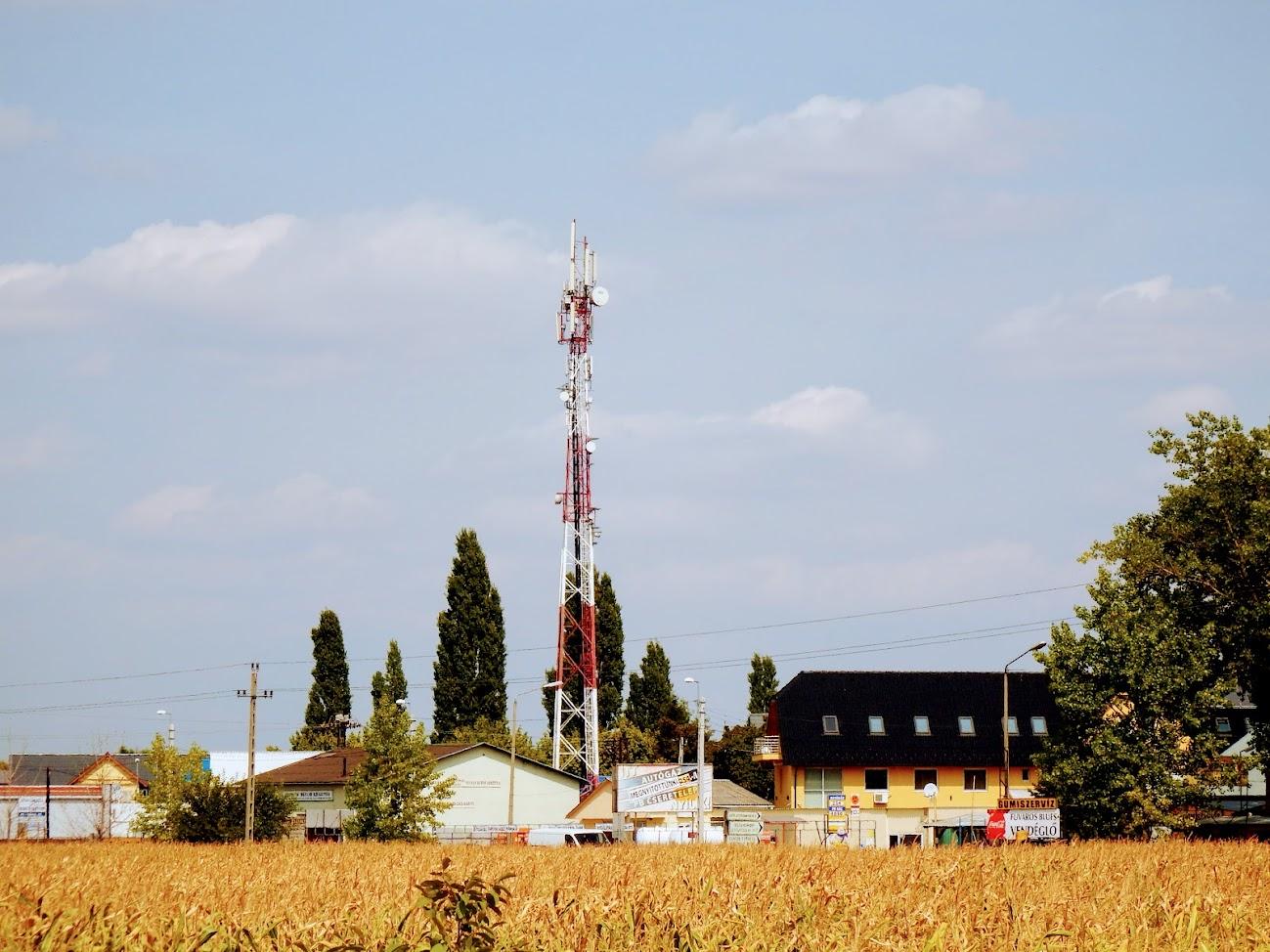 Szigetszentmiklós/Csepeli út 15. - helyi URH-FM adóállomás