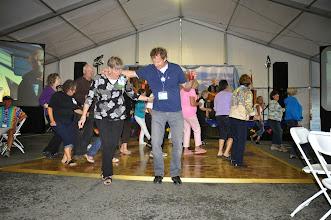 Photo: De & Curt linde dancing