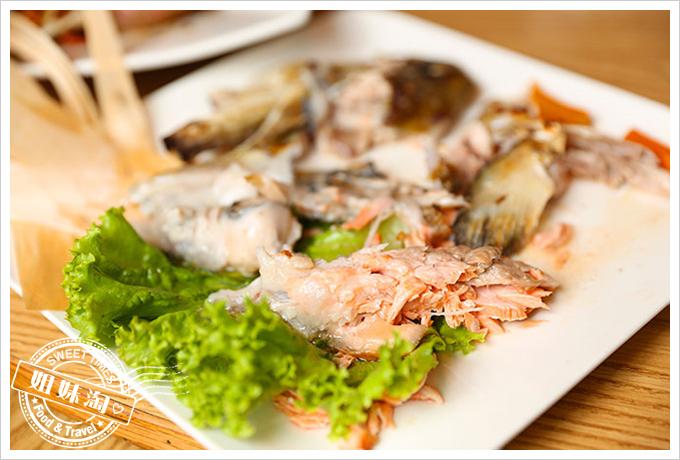 大手町日本料理鮭魚頭鹽烤4