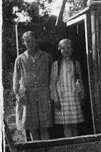 Photo: Nogle der ved hvem de to personer er, som står ved telefoncentralen?