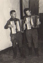 Photo: Stasys Valužis kariuomenėje (antras) (Janinos Burbaitės archyvas)