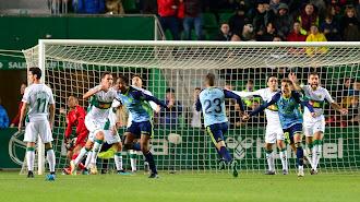 Owona celebra su gol.