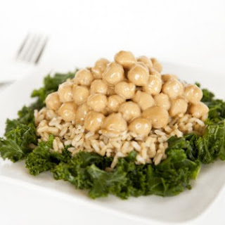Thai Chickpeas Over Steamed Kale