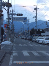 Photo: 東日本大震災による停電で信号機が消えた交差点