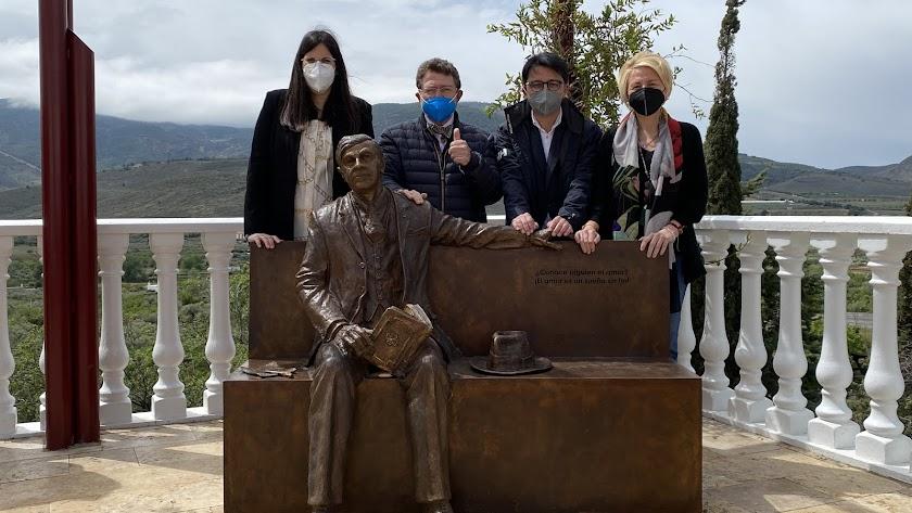 Este monumento está ubicado en la emblemática Pérgola del municipio.