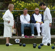 Photo: Close head in the Mixed Pairs with Tricia & Ken watched by Barry Sale and Umpire Colin Docksey.