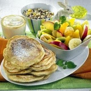 Pancakes mit Obstsalat