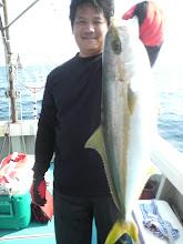Photo: ・・・いつの間に! ヒラス釣ってました。 こそーっと 上げたの?