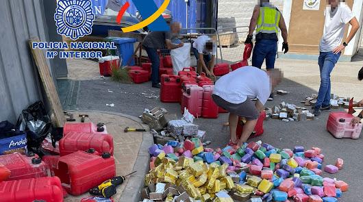 680 kilogramos de hachís en una embarcación ocultos en 30 petacas de gasolina