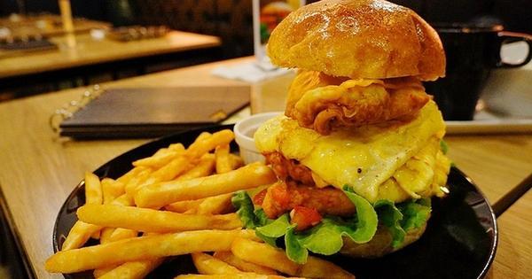 一手無法掌握的超級漢堡~沐濛moment 創意美式早午餐