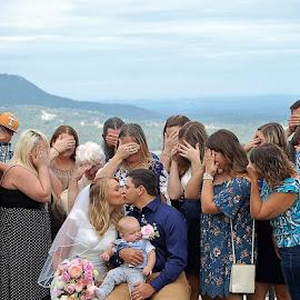 Don't Look by Jessica Rose - Wedding Groups ( bride, groom, haha, brideandgroom, dontlook, kisses, wedding, family, weddinggroup, smooches,  )