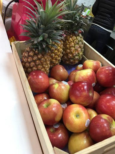 水果新鮮  服務親切 ^_^  吃了會~ 懷念 - 阿公.阿嬤 -的味道