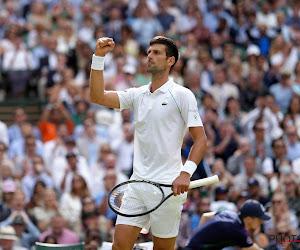 Novak Djokovic komt sterk terug na set achterstand en heeft nu evenveel grandslamtitels als Nadal en Federer