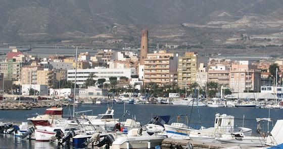 Buscan a tres pescadores desaparecidos en el mar de Adra