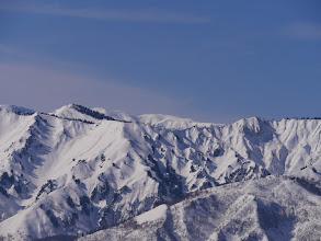 奥に七倉山と四塚山