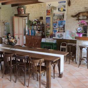 chambre_d_h_tes_de_charme_4__pis_G_tes_de_France_La_Rochelle_entr_e_des_h_tes.jpg