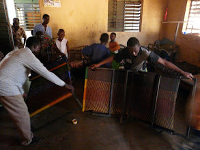 Photo: d'où cette idée de faire confectionner au Bénin ces lits solides