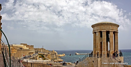 Photo: 2011-04-24. Malta. Valletta. Siege Bell Monument.  www.loki-travels.eu