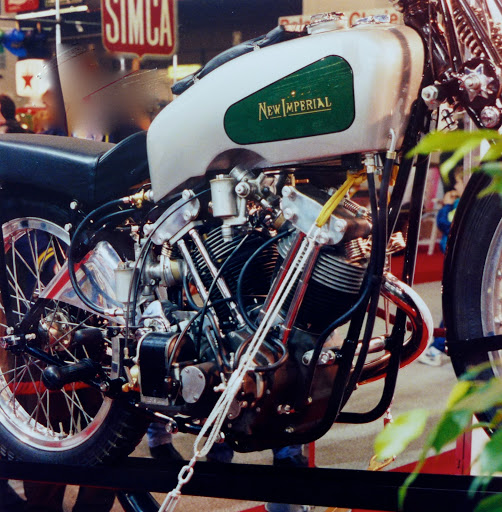 New Imperial 500 Grand Prix presented by Machines et Moteurs true specialist in Classic British motorcycle.