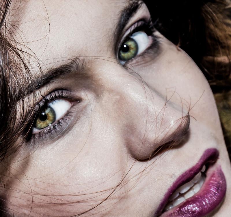 Ogni volta che mi guardi nasco nei tuoi occhi. di fotopeter