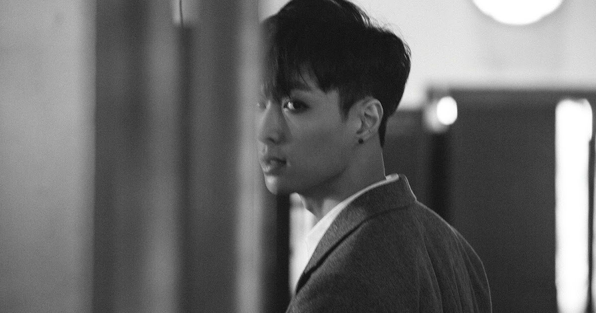 EXO's Lay commits to donating over $16,000USD per year to newly-established scholarship fund
