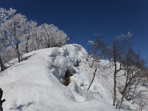 東側は雪庇