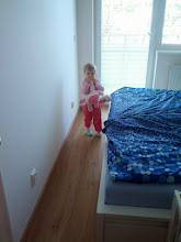 Photo: Takhle chodila po bytě s velbloudem v zubech