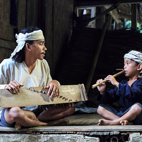 Traditional Music in Baduy by Basuki Mangkusudharma - People Family